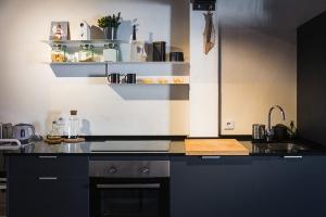 materiales oscuros para encimeras de cocina